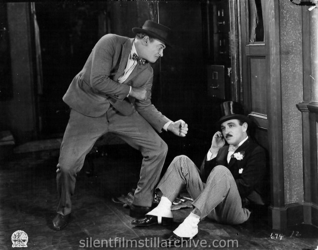 Eddie Gribbon and Raymond Griffith in 40 WINKS (1925).