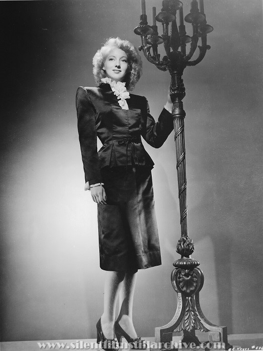 Evelyn Keyes wardrobe photo from DANGEROUS BLONDES (1943).
