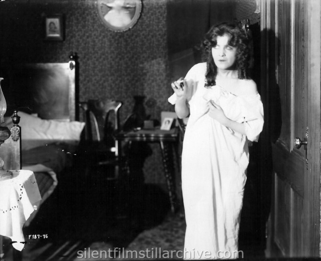 Irene Fenwick in A GIRL LIKE THAT (1917)