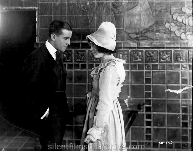 Dorothy Gish and Richard Barthelmess in THE HOPE CHEST (1919)