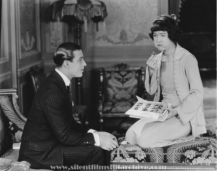 Rudolph Valentino and Dorothy Gish in NOBODY HOME (1919).